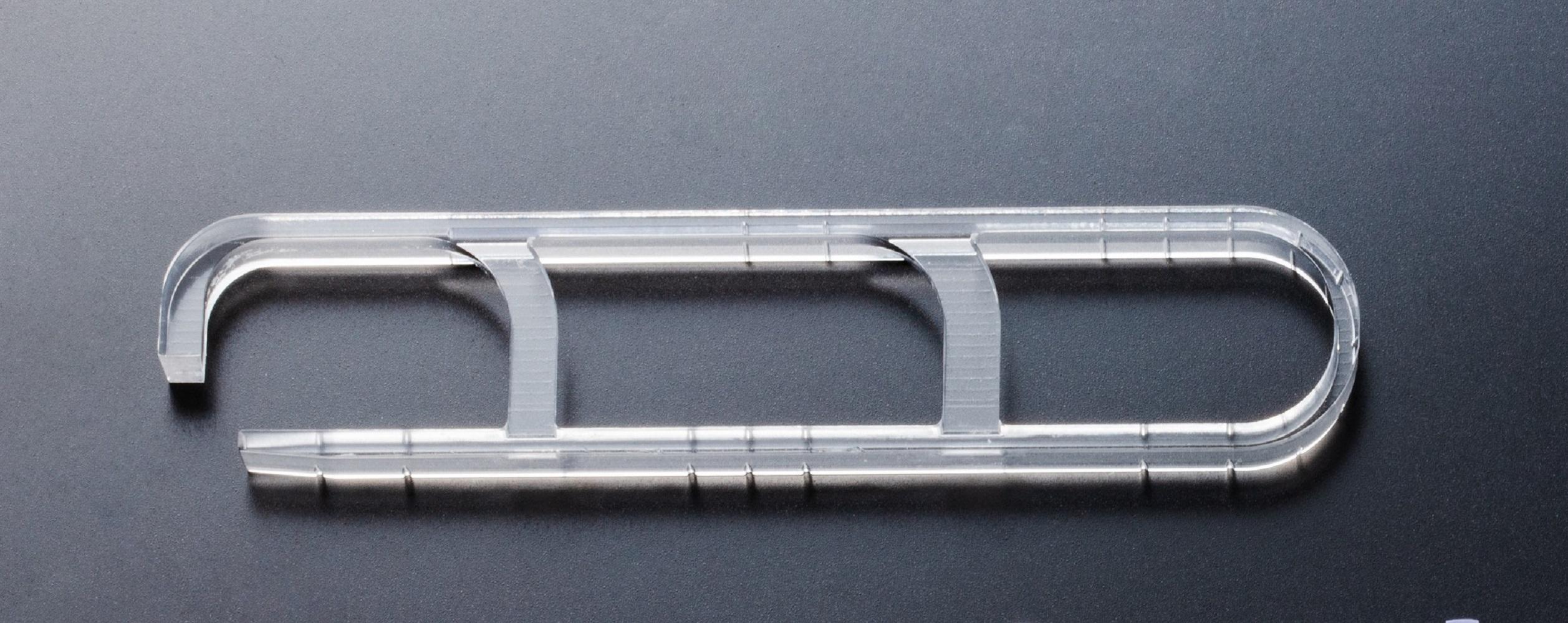 切削加工で作られたサンプル用ライトガイド